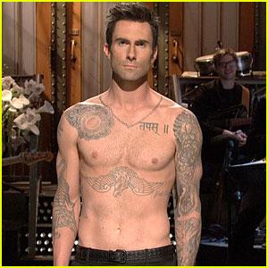 adam-levine-shirtless-SNL-monologue-with-cameron-diaz
