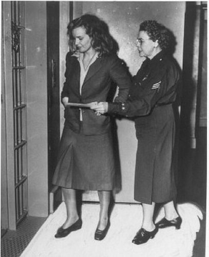 Frances-Farmer-after-being-arrested-in-1943-frances-farmer-24031107-407-500